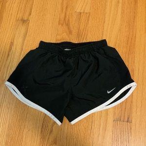 girls size s nike shorts